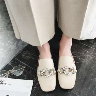 SLIP ON LEATHER CHAIN SHOES