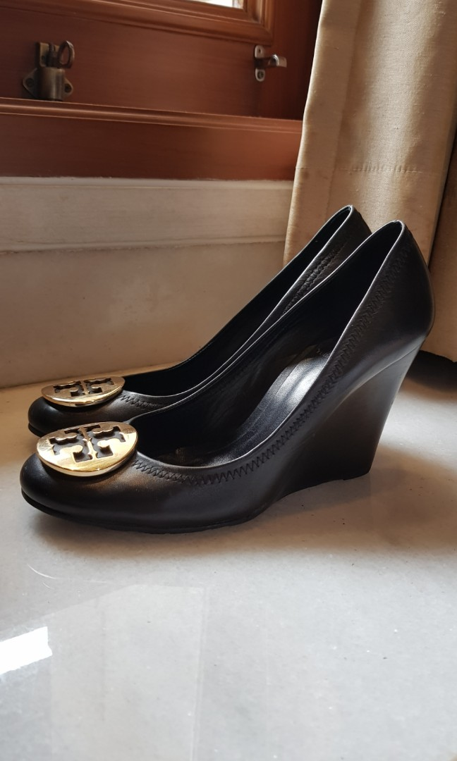 SALE Excellent Tory Burch Wedge Us 7   37.5 Black with gold hardware ... ece206c4dd