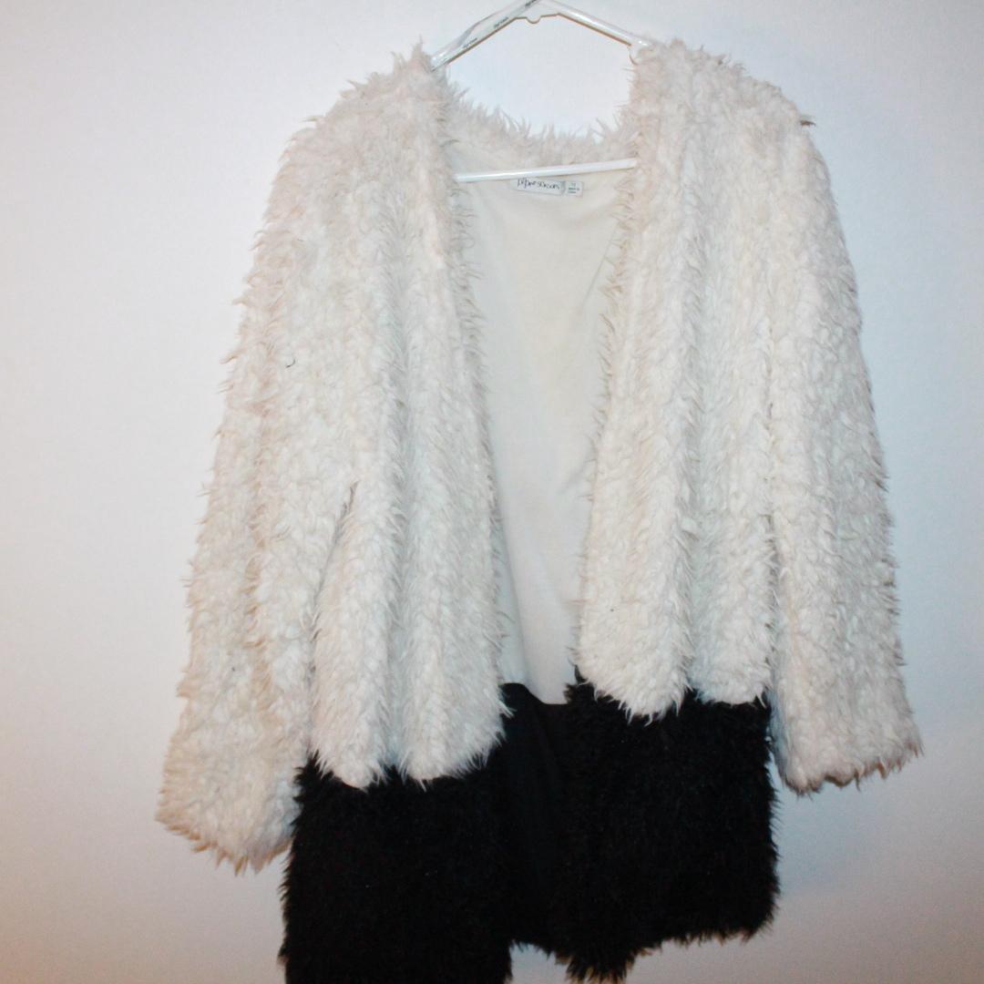 Paper scissors black & white faux fur coat