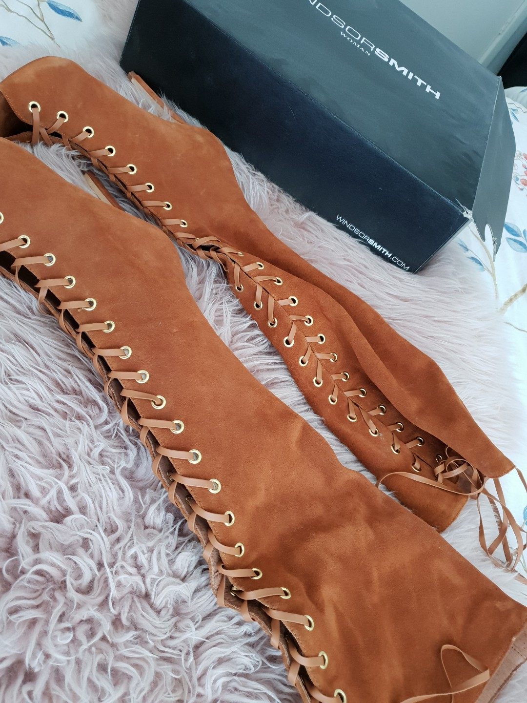Windsorsmith brown suade boots with lace