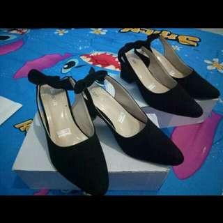 Baby heels black