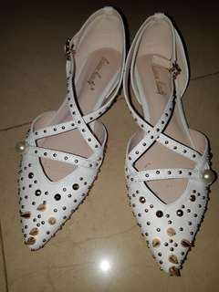 Studded White flats from 利時 Myth