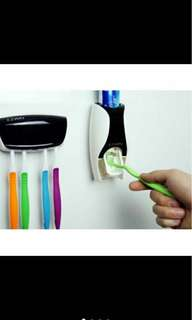 Toothpaster dispenser