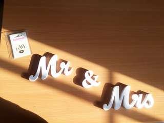 婚後物資 1套3件 貼紙 吊串 Mr & Mrs 字牌 裝飾 擺設 prewedding reception decoration