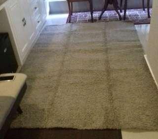 Karpet besar cream
