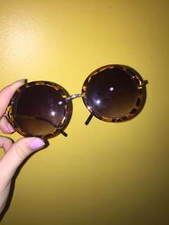 Round sunglasses barely used good condition
