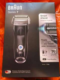Like new Braun Series 7 shaver w/ warranty