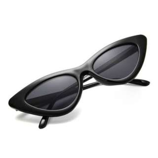 New fashion sunglasses available in black red and white