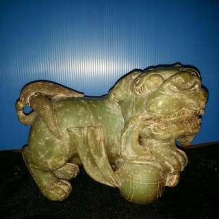 青玉石刻狮子