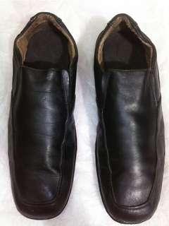 Sepatu Bata sz 43