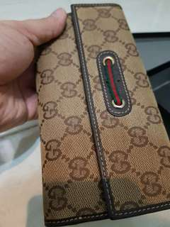 Gucci long wallet for Female