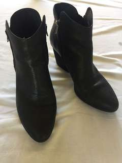 Black leather boots size 41