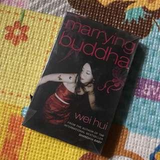 Wei Hui - Marrying Buddha (Paperback)
