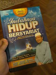 Buku Indahnya Hidup Bersyariat by Dato' Ismail Kamus