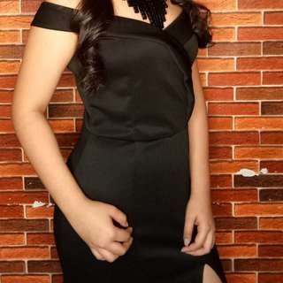 For Sale!  Black Gown ❤