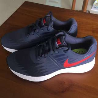 New authentic Nike Star Runner US3.5y