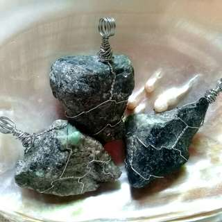 Emerald raw pendants (price per piece)