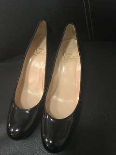 excellent condition Authentic Christian Louboutin blackround toe patent blocked heel pumps - 39.