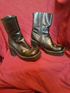 Vintage 90s chunky platform boots