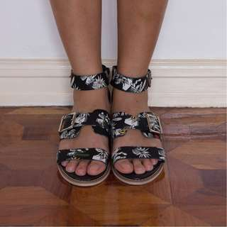 YES Ignition floral leather sandals