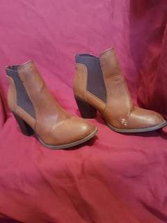 Tan pull on ankle boots. Size 6.