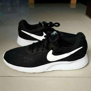 nike tanjun black white 100% original