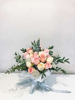 Wedding bouquet/ floral arrangement < Alluring Dream>