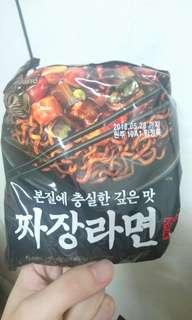 2包即期炸醬泡麵 韓國