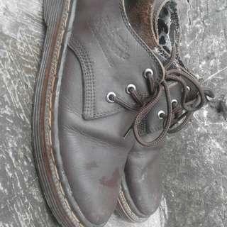 sepatu kulit Dr.martens
