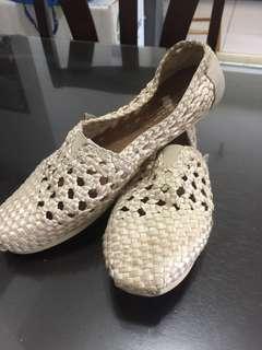 Authentic TOMS Shoes ( size 8.5 )
