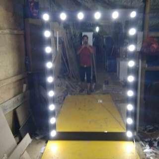 Kaca cermin pul lampu
