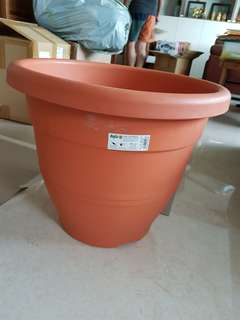 Large flower pot - plastic