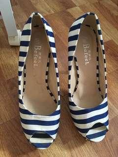 露趾高跟鞋