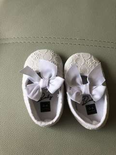 0-6m baby girl shoes (95% new)