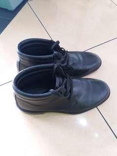 Di jual sepatu security no 41 masih bagus