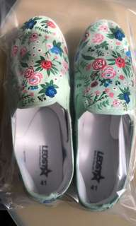 Brand new handpainted Rosy Posy shoes Size41