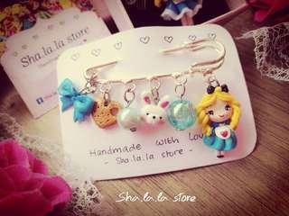 🌸 Alice in wonderland pin