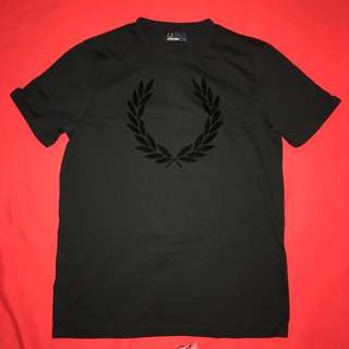 Fred Perry Textured Laurel Wreath T- shirt Size Medium