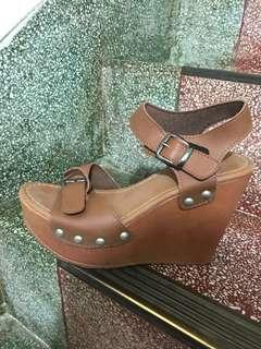 厚底楔型涼鞋