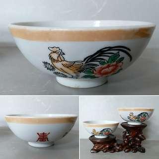 50年代紅地洋蘭開窗人物罐 ,欲了解及購買, 請click入内看物品介紹·
