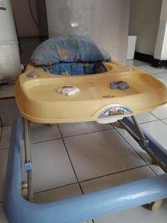 Roda belajar jalan bayi