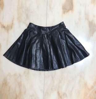 黑色百搭皮裙