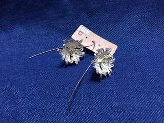 純銀花形長耳環