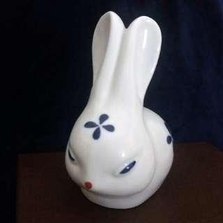 生肖兔 一 中國工藝大師劉遠長陶瓷雕塑