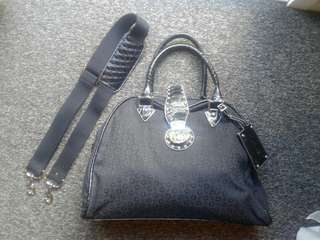 GUESS overnight bag PERFECT CONDITION - NEW