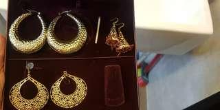 3 Earrings 1 necklace set