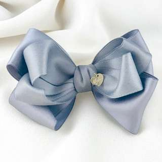 Handmade solid gray bow, grey hair bow clip, formal hair bow clip, bow clip for school, bridal gray bow clip, bridesmaid grey bow, french clip bow