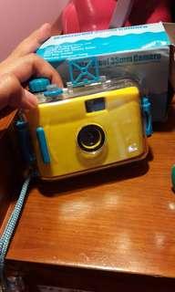 Kamera poket under water (masih pakai rol film)
