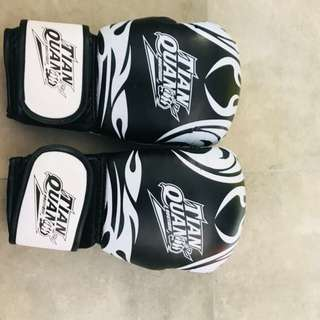 boxing gloves for lady or kid