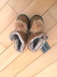 韓國女童毛毛boots (150 size)